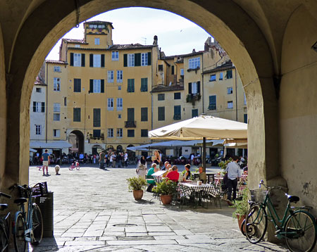 anfiteatro square in lucca city centre